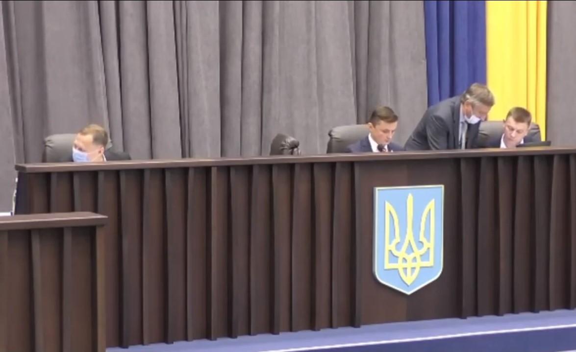 Кнопкодавство «слуги народу» в президії Тернопільської обласної ради
