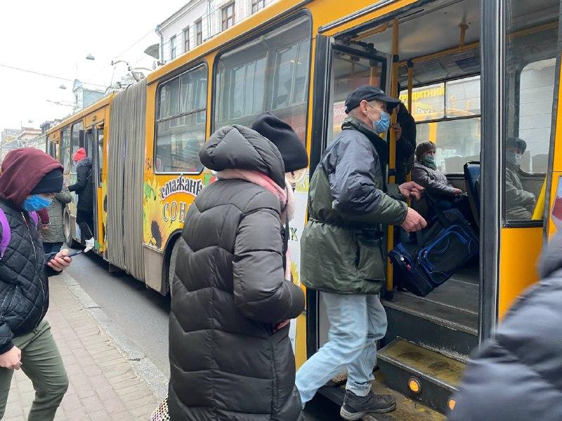 Тролейбус. Маршрутка. Таксі. Пригоди тернопільської журналістки в новорічному транспорті