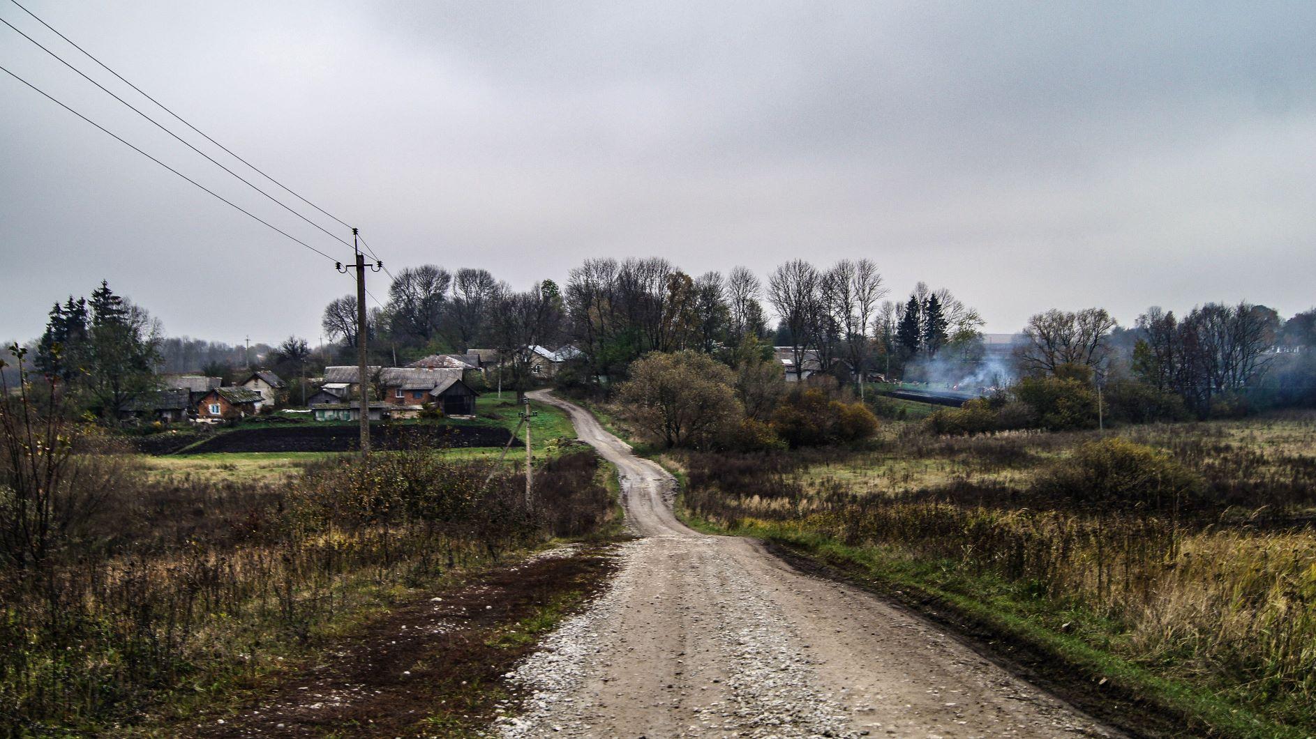 Зникаючі села Тернопільщини: старенька церква в Жуківцях та два апостоли