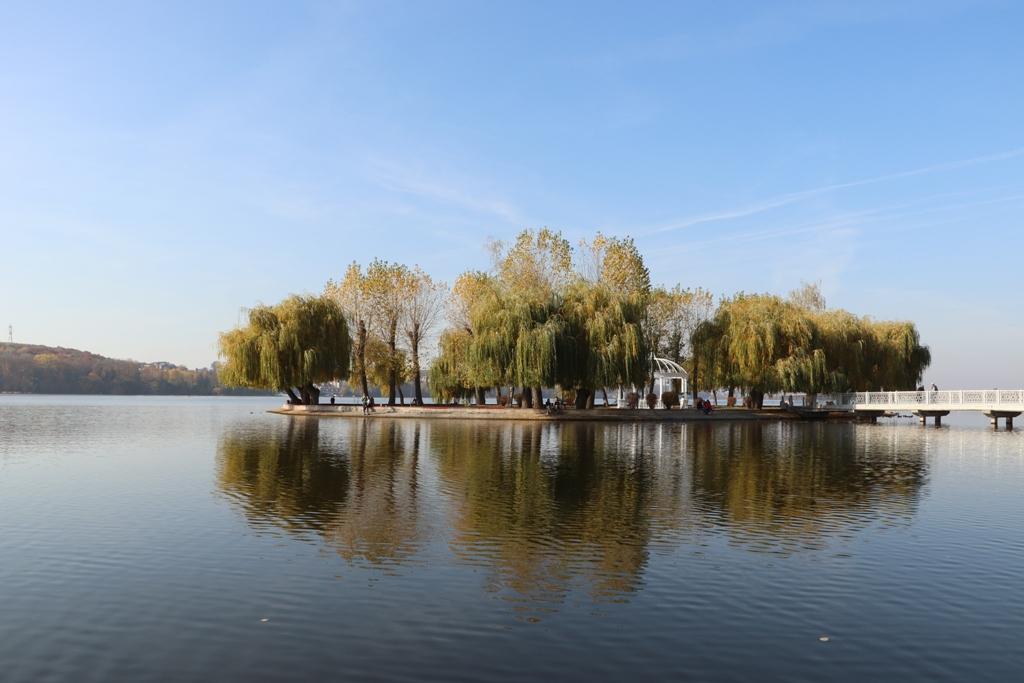 Великі проблеми маленького озера