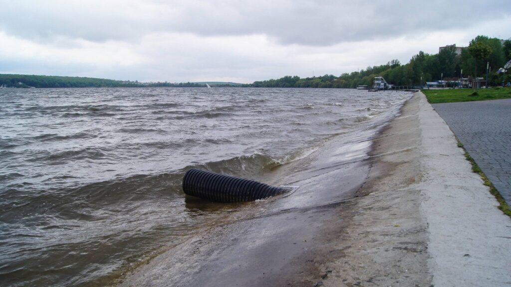 Колектор на пляжі Циганка. Фото Н.Наджоги